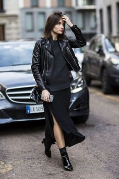 25 All Black Outfits For Women, Black on black outfit inspiration. We've curated all black street style looks from around the world to help you look your best. Fashion Moda, Look Fashion, Winter Fashion, Net Fashion, Milan Fashion, Street Fashion, Fashion Black, Office Fashion, Leather Fashion
