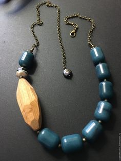 Could use blue or black smooth agate beads, with a large rough amethyst or turquoise nugget Chunky Jewelry, I Love Jewelry, Statement Jewelry, Jewelry Design, Jewelry Making, Diy Jewellery, Jewelry Ideas, J Necklace, Wooden Necklace
