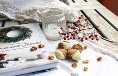 """Gli amaretti di noci di Barbara: la ricetta è uscita da pag.40 di """"Finalmente Natale!"""", e lei sostiene che non siano perfetti. Ora, a parte il fatto che a me sembrano deliziosamente rustici (e dunque in perfetto stile """"Natale in casa""""), voi ve la sentireste di definirli """"brutti""""? E comunque: pare fossero buonissimi... spazzolati! #finalmentenatale"""