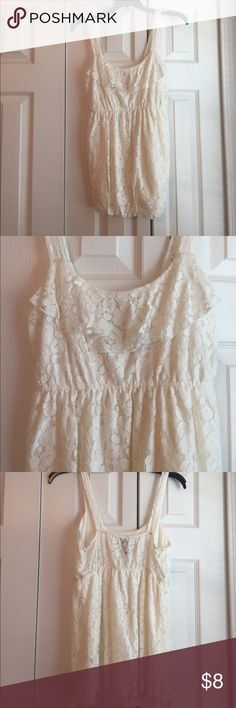 Like new! Lace tank Beautiful and great condition lace tank! Non smoking home, no holes or damage Vanity Tops Tank Tops