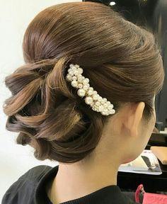 Short Hair Up, Short Hair Styles, Bun Hairstyles, Wedding Hairstyles, Chignon Hair, Graduation Hairstyles, Hair Arrange, Hair Setting, Japanese Hairstyle