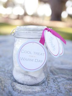 """Cool Treat for a Warm Day"" - Ice cream version of 'soup in a jar'... just add ice and shake.  nifty present, good for hotels, can be a party favor Geschenke"