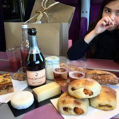 """""""Picnic on le train to Bordeaux avec @oddthor et Louise"""""""