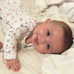 trendy Ideas baby fever pictures so cute So Cute Baby, Baby Kind, Baby Love, Cute Kids, Funny Babies, Cute Babies, Baby Girl Hairstyles, Cute Baby Videos, Foto Baby