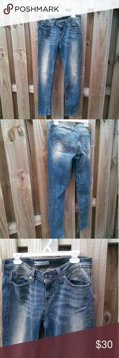 Levis low rise skinny jeans Levis demi curve low rise skinny jeans in great condition size w30 length 32 inseam 13 levis Jeans Skinny