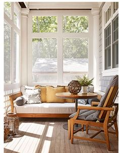 Small porch Small Front Porches, Front Porch Design, Fence Design, Porch Designs, Porch Furniture, Porch Decorating, Ranch Style Homes, Wooden Fence, Terrace