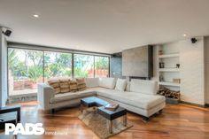 Un encantador apartamento con una amplia terraza privada en los cerros de Bogotá