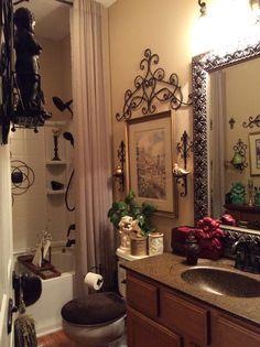 57 Beautiful Bathroom Fall Decorating Ideas You Have To See Bath Decor, Bedroom Decor, Bathroom Towel Decor, Bathroom Closet, Washroom, Tuscan Decorating, Fall Decorating, Tuscan Bathroom, World Decor