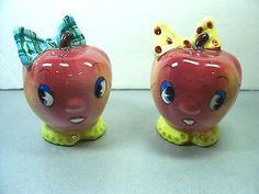 Vintage-Japan-ANTHROPOMORPHIC-PY-APPLE-HEADS-w-BOWS-SALT-amp-PEPPER-SHAKERS-Fruit