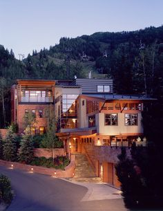 Contemporary mountain home in Aspen by Poss Architecture...