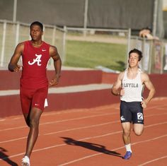 The track teams are competing against Loyola and Marymount. Here's Warren running the 400. #track #trackandfield