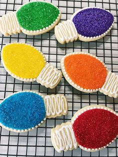 Sorta Fancy Decorated Sugar Cookies - Holiday wreaths christmas,Holiday crafts for kids to make,Holiday cookies christmas, Christmas Sugar Cookies, Christmas Snacks, Christmas Cooking, Holiday Cookies, Christmas Candy, Holiday Treats, Christmas Lights, Decorated Christmas Cookies, Holiday Recipes