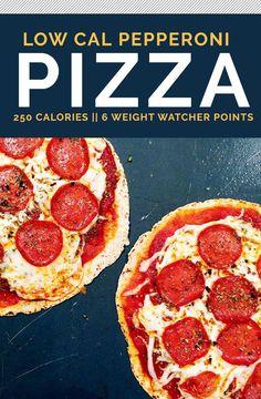 The Best Low Calorie Pizza Recipe Das beste kalorienarme Pizza-Rezept 250 Calorie Meals, Low Calorie Tortilla, Low Calorie Pizza, Calories Pizza, Low Carb Meal, No Calorie Foods, Low Calorie Recipes, Foods With No Calories, Recipe Calorie