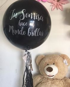 Haciendo días inolvidables! #diloconglobos #yosoydettaglios #dettaglios #globogigante #osodepeluche Wine Glass, Christmas Bulbs, Holiday Decor, Instagram, Tableware, Home Decor, Giant Balloons, Jitter Glitter, Dinnerware