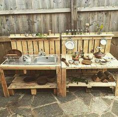 Cozinha para casinha feita de matérias recicláveis