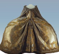 Tea at Trianon: Gowns of Russian Empresses- Coronation gown of Empress Elizabeth Petrovna, 1742 18th Century Dress, 18th Century Clothing, 18th Century Fashion, 21st Century, Vintage Gowns, Vintage Outfits, Vintage Fashion, Royal Clothing, Antique Clothing