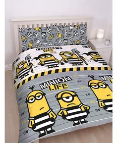 This reversible Despicable Me Minions Jailbird Double Duvet Cover Set features the Minions in prison clothes in front of a lineup board.