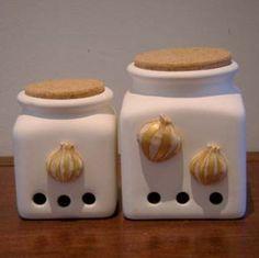 Barattoli #portaspezie in #ceramica. Porta aglio e Porta cipolla. Artigianato Italiano