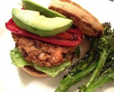 The most delicious Vegan Veggie Burger Homemade Vegan Burgers, Vegan Veggie Burger, Veggie Burgers, Yummy Veggie, Delicious Food, Healthy Foods To Make, Healthy Eating, Clean Eating, Eating Well