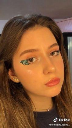Asian Eye Makeup, Edgy Makeup, Makeup Eye Looks, Creative Makeup Looks, Eye Makeup Art, Natural Eye Makeup, Eye Makeup Remover, Blue Eye Makeup, Hair Makeup