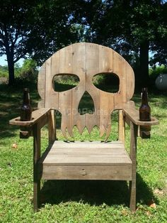 I wouldn't make a skull chair. Pallet skull chair in pallet furniture with Recycled pallet Outdoor Furniture Chair Outdoor Furniture Chairs, Wooden Pallet Furniture, Wooden Pallets, Diy Furniture, 1001 Pallets, Pallet Wood, Pallet Benches, Outdoor Pallet, Pallet Tables