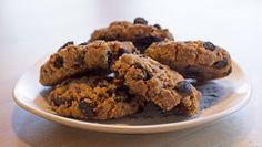 Cookies kan være gode småkaker til jul, men er også nydelig til kaffen resten av året. Oppskriften på cookies med sjokolade, aprikos og fiken kommer fra konditor Ann Jeanett Paterson. Foto: Mari Rollag Evensen / NRK