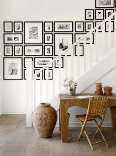 A staircase wall gallery. Ideas for how to hang pictures on the wall Stairway Gallery Wall, Frame Gallery, Art Gallery, Stairway Art, Stairway Photos, Basement Stairway, Modern Gallery Wall, Upstairs Hallway, Photowall Ideas