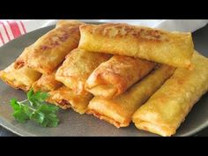 Spring rolls with homemade dough. Recipe very easy step by step > Daily Moms Homemade Dough Recipe, Phyllo Dough, Asian Recipes, Ethnic Recipes, Recipe Steps, Pitta, Spring Rolls, Empanadas, Antipasto