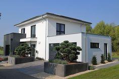 OKAL Stadtvilla Schkeuditz - OKAL Haus - http://www.hausbaudirekt.de/haus/okal-stadtvilla-schkeuditz/ - Fertighaus als Einfamilienhaus Energiesparhaus Stadtvilla mit Walmdach