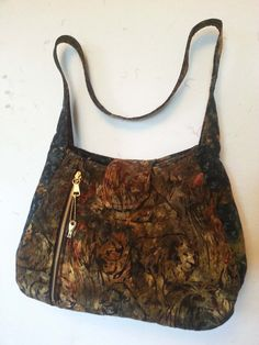 Large CCW purse with right hand access. Features a locking zipper with 2 keys. An inside zipper pocket and 3 inside open pockets as well as ...