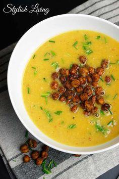 Kürbissuppe mit Gruyère und scharfen Kichererbsen