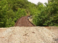 An abandoned railroad hike in Kentucky is a journey through scenic beauty and history. Here are 10 cool reasons to hike or bike the Dawkins Line Rail Trail. Abandoned Train, Abandoned Places, Camping Style, Family Camping, Bushcraft Camping, My Old Kentucky Home, Weekend Trips, Vacation Spots, Outdoor Gear