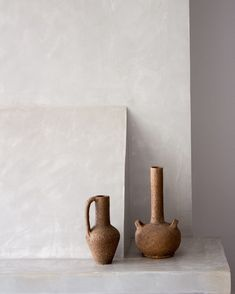 Decorating your home with pottery is a stylish and simple way to liven and brighten up your home. Ceramic Shop, Ceramic Tableware, Glass Ceramic, Ceramic Mugs, Make Your Own Pottery, Classic Elegance, Decorating On A Budget, Creations, Wall Decor