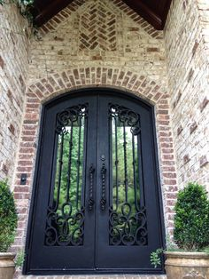 The brick detail around this door create a stunning Old World appearance. Oyster Pearl with White Mortar by Pine Hall Brick. Exterior Paint Colors, Exterior House Colors, Exterior Design, Exterior Signage, Exterior Stairs, Stone Exterior Houses, White Wash Brick Exterior, Stucco Exterior, Brick Detail