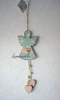 Puinen antiikkivihreä enkeli spiraalikoristein, kokonaispituus 30 cm // Pretty, small antique green angel with spiral decorations, total length 30 cm