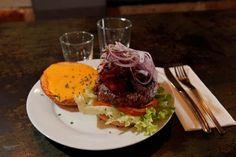 Portée initialement par les fast-foods, la consommation de burgers en France s'est développée (+17%) dans la restauration à table. Crédit photo: François BOUCHON / Le Figaro.