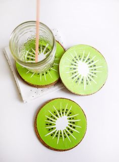 Coasters - Kiwi Drink Coasters - Best Quick DIY Gifts and Home Decor - Easy . DIY Coasters - Kiwi Drink Coasters - Best Quick DIY Gifts and Home Decor - Easy . Wood Slice Crafts, Wood Crafts, Diy And Crafts, Decor Crafts, Party Crafts, Christmas Presents For Him, Diy Coasters, Wooden Coasters, Diy Party Decorations
