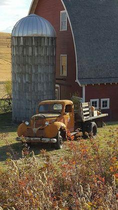 Barn & a truck, gotta love that!
