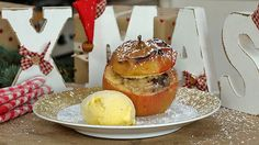 Leckerer Bratapfel mit Vanilleeis