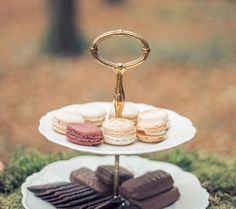 Antoinette I Enchanted forest Sweet Table #Forest #Sweettable #Sweet #Table #Macarons #Raspberry #Chocolate