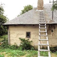 Casă tradițională din Vintileasca, Vrancea.  Foto de: @silviacaraiman • Romania, Urban, Photo And Video, House Styles, Projects, Instagram, Home Decor, Houses, Blue Prints