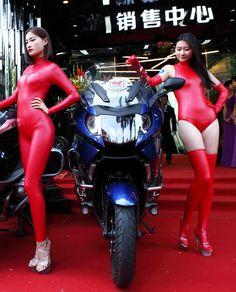 Alibaba グループ | AliExpress.comの からの 2015 New Sexy Products Lingerie Red Teddy Micro Cups Bikini Super Sexy Sling Shot Monokini Copper Sling Shot Underbust S 中の 2015新しい ホット セクシー な フェ イク レザー アンモニア ラテックス高襟ノースリーブ ヒップハガー ボディスーツテディファッション トップ ワンピース の下着