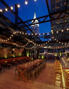 Rooftop Bars New York City. Find out the list of best Rooftop Bars in NYC including Manhattan, Times Square, Brooklyn, VU. Top rooftop bars NYC Under Resto New York, Refinery Hotel New York, The Refinery, Restaurant Club, Restaurant New York, Restaurant Ideas, Empire State Building View, Outdoor Restaurant Patio, Courtyard Restaurant