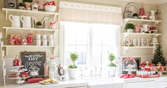 Kitchen Window - love this, very easily adaptable for any seasonal decor Green Kitchen Decor, Kitchen Decorations, Kitchen Ideas, Kitchen Inspiration, Christmas Candy Cane Decorations, Seasonal Decor, Holiday Decor, Cocinas Kitchen, Christmas Kitchen