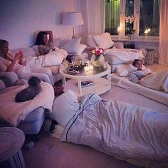 Pijama party uploaded by 786 Queen on We Heart It Bff Goals, Best Friend Goals, Squad Goals, Diy Tumblr, Ideas Para Organizar, Apartment Goals, Apartment Ideas, In Vino Veritas, Slumber Parties