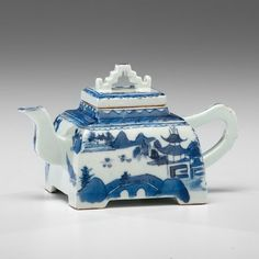 Canton Porcelain Square Teapot, C Love Blue, Blue And White, Cute Teapot, China Teapot, Asian Design, Teapots And Cups, Barbie Collector, Chocolate Pots, My Tea