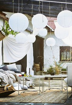 Cosy outdoor space with furniture and lamps in the ceiling.