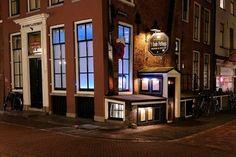 Donker Utrecht: café Het Oude Pothuys aan de Oudegracht.