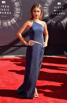 Love this deep blue hue, the color of #Tranquility.  Cool chick.  #liveit.  Sarah Hyland attends the 2014 MTV Video Music Awards at The Forum in Inglewood, Calif., on Aug. 24, 2014.
