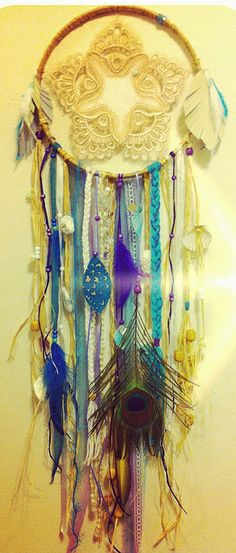 Diy dream catcher drawing free time Ideas for 2019 Dream Catchers, Diy Projects To Try, Craft Projects, Diy And Crafts, Arts And Crafts, Inka, Beautiful Dream, Mobiles, Suncatchers